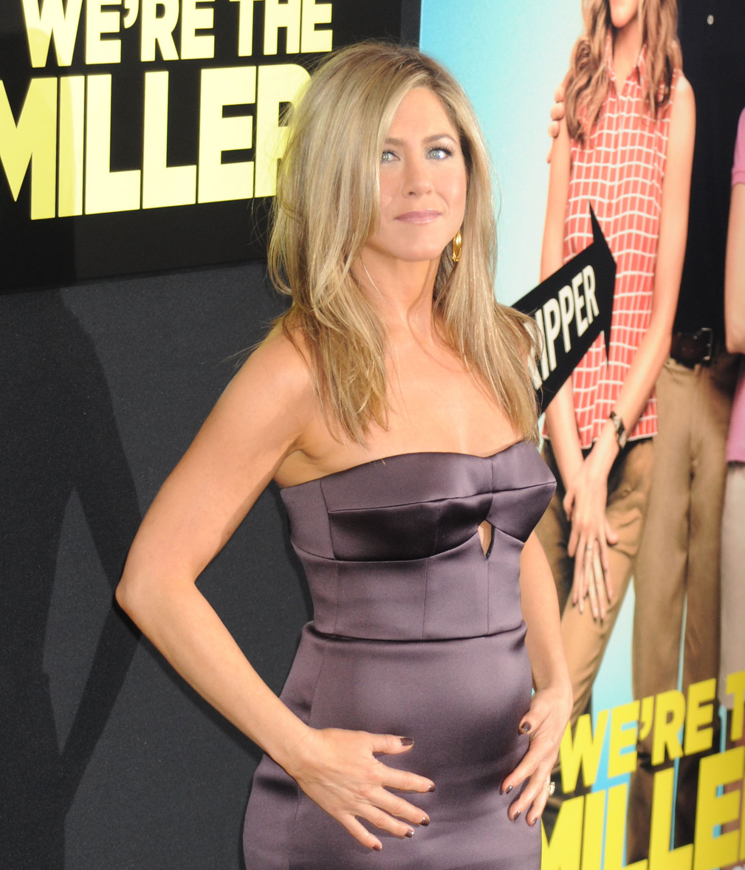 Jennifer Aniston Pregnant? Star Reignites Rumours As She Clutches Her ...