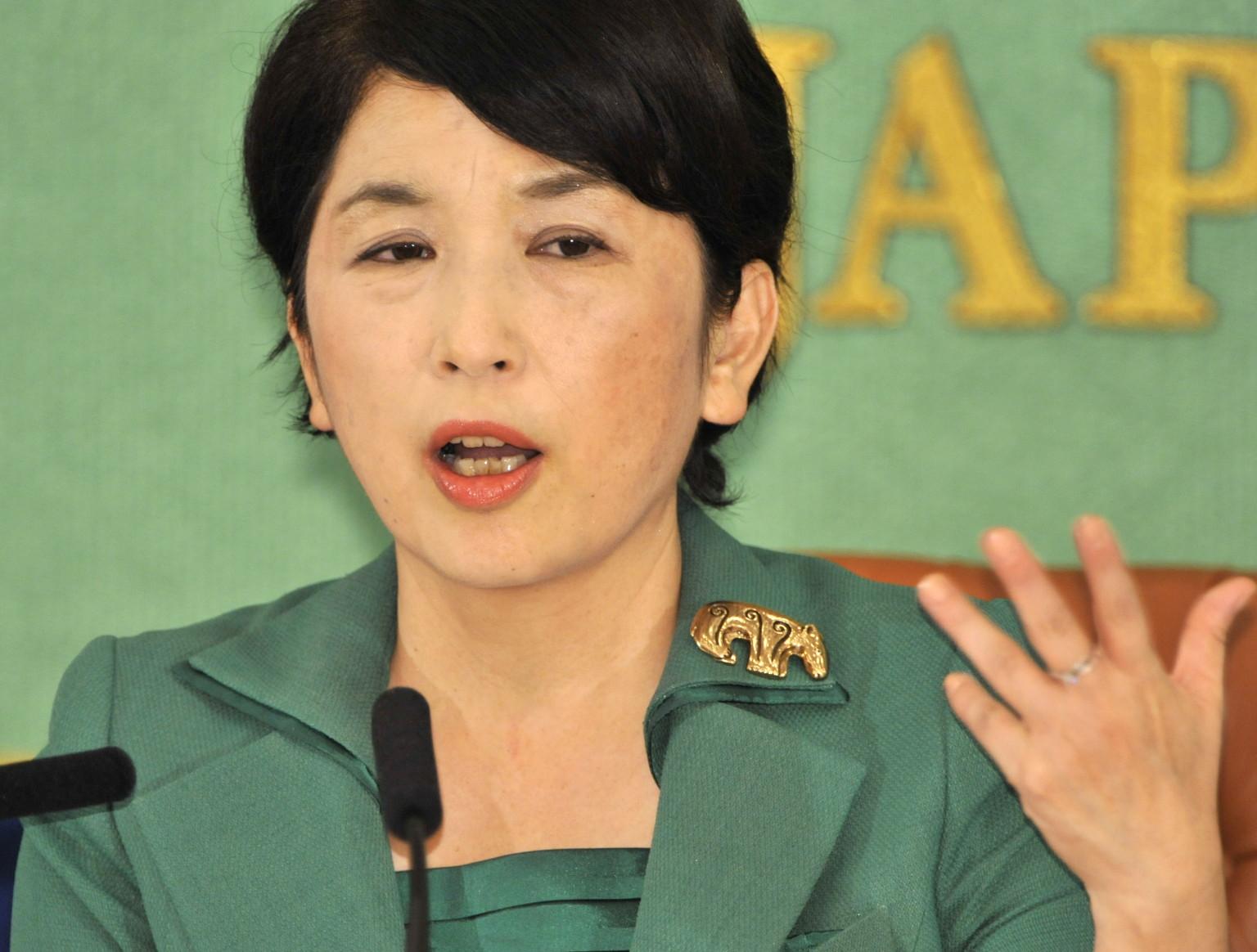 福島みずほ 元社民党党首がバーの一日ママに 「飲みながら平和憲法について語り合おう」 - o-MIZUHO-FUKUSHIMA-facebook