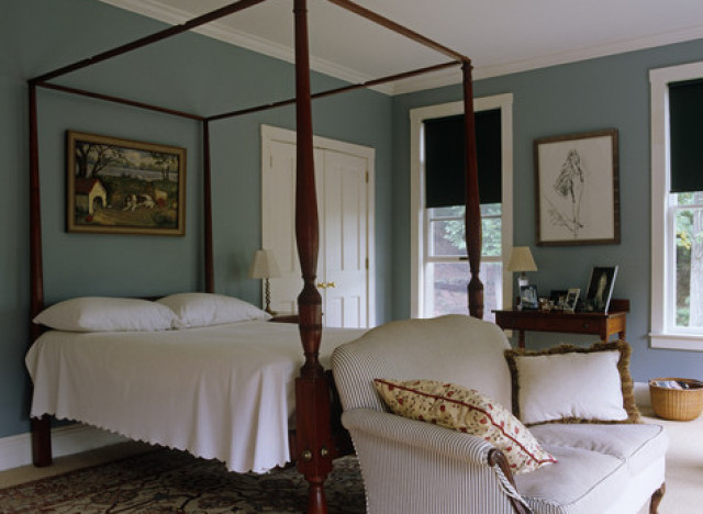 9 reasons why four poster beds aren 39 t just for bed and for Traditional four poster beds