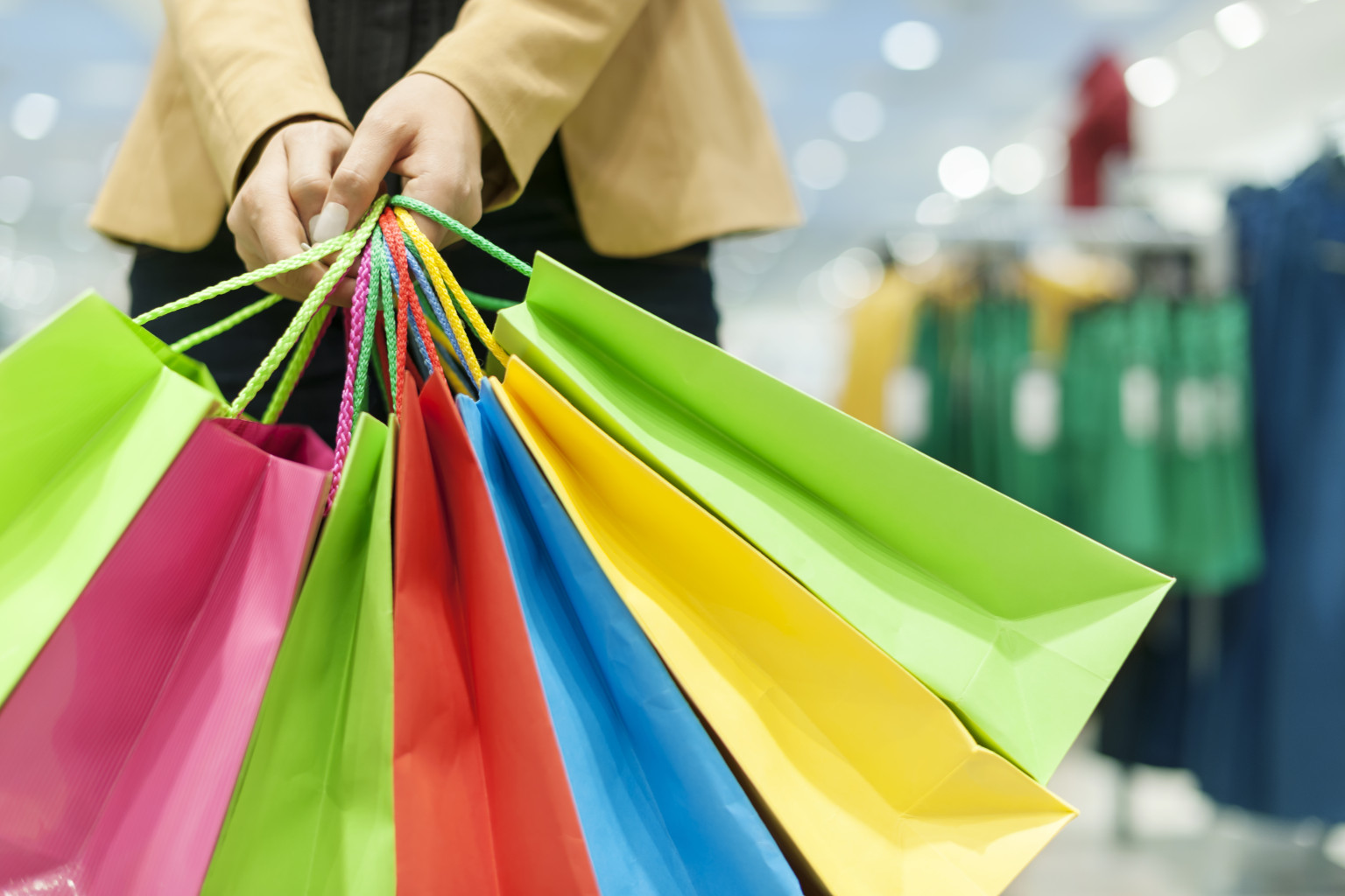 an essay on compulsive shopping and women shopaholics According to the article, shopaholics are people obsessed with shopping less people suffer from compulsive buying than in the past according to the article, more women than man are shopaholics.