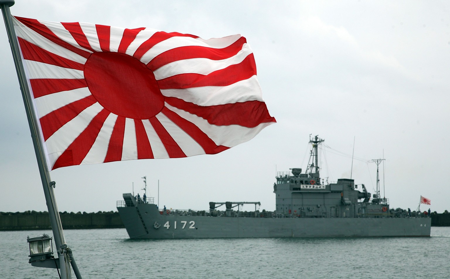 旭日旗「問題なし」日本政府が見解作成へ シェア  旭日旗「問題なし」日本政府が見解作成へ