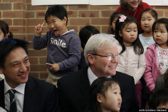 kevin rudd photobombed