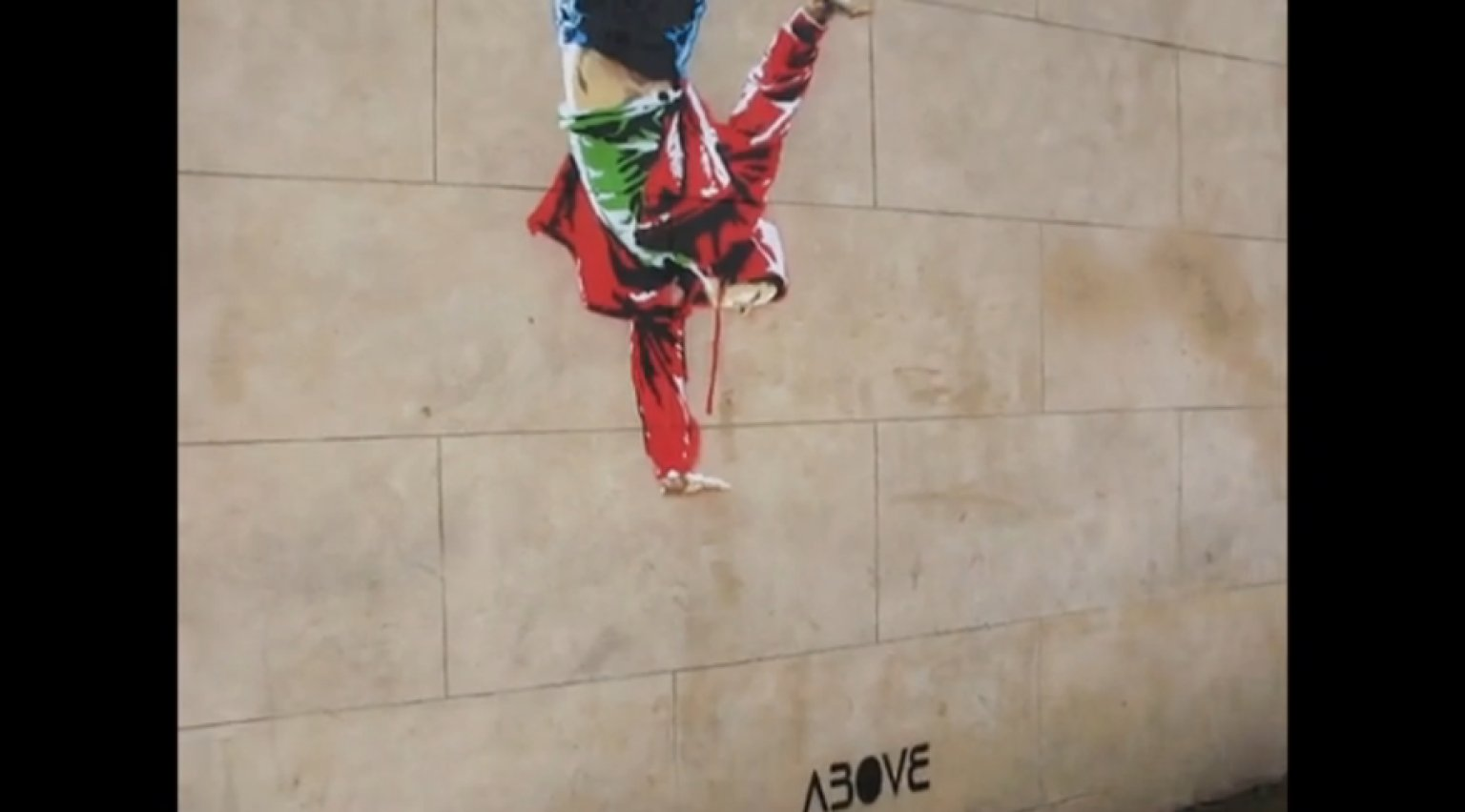Clever Street Art Only Reveals Itself At Night (VIDEO ...