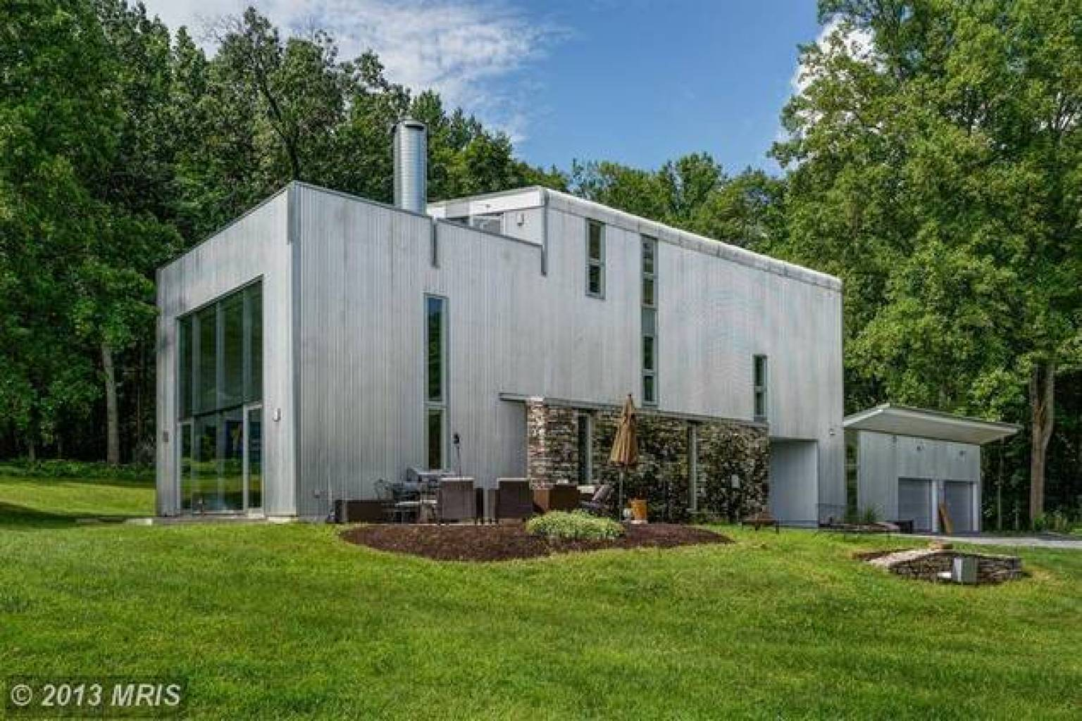Contemporary Home In Virginia Horse Country Sits On 3