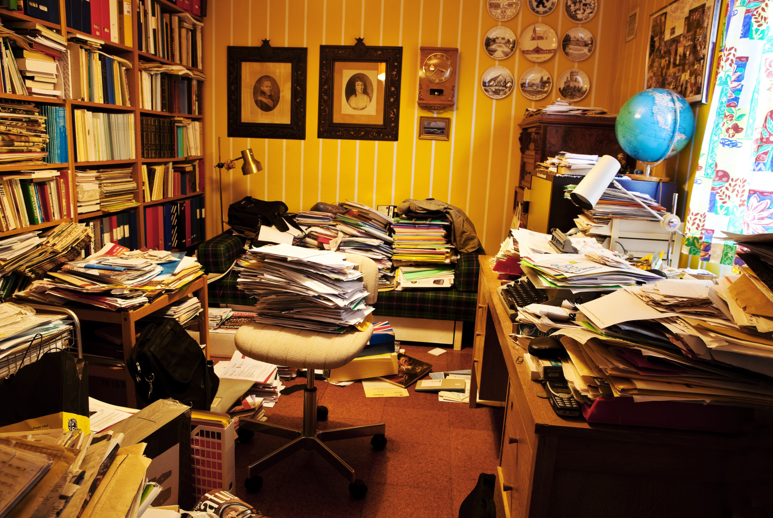 Messy Work Spaces Spur Creativity While Tidy Environments