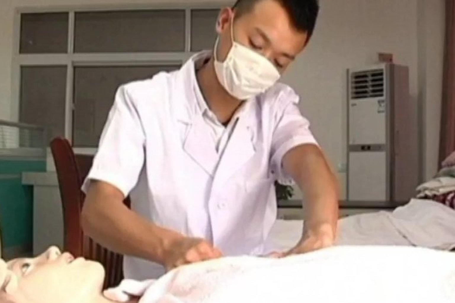 Male Breastfeeding Expert Helps Women to Produce Milk ...