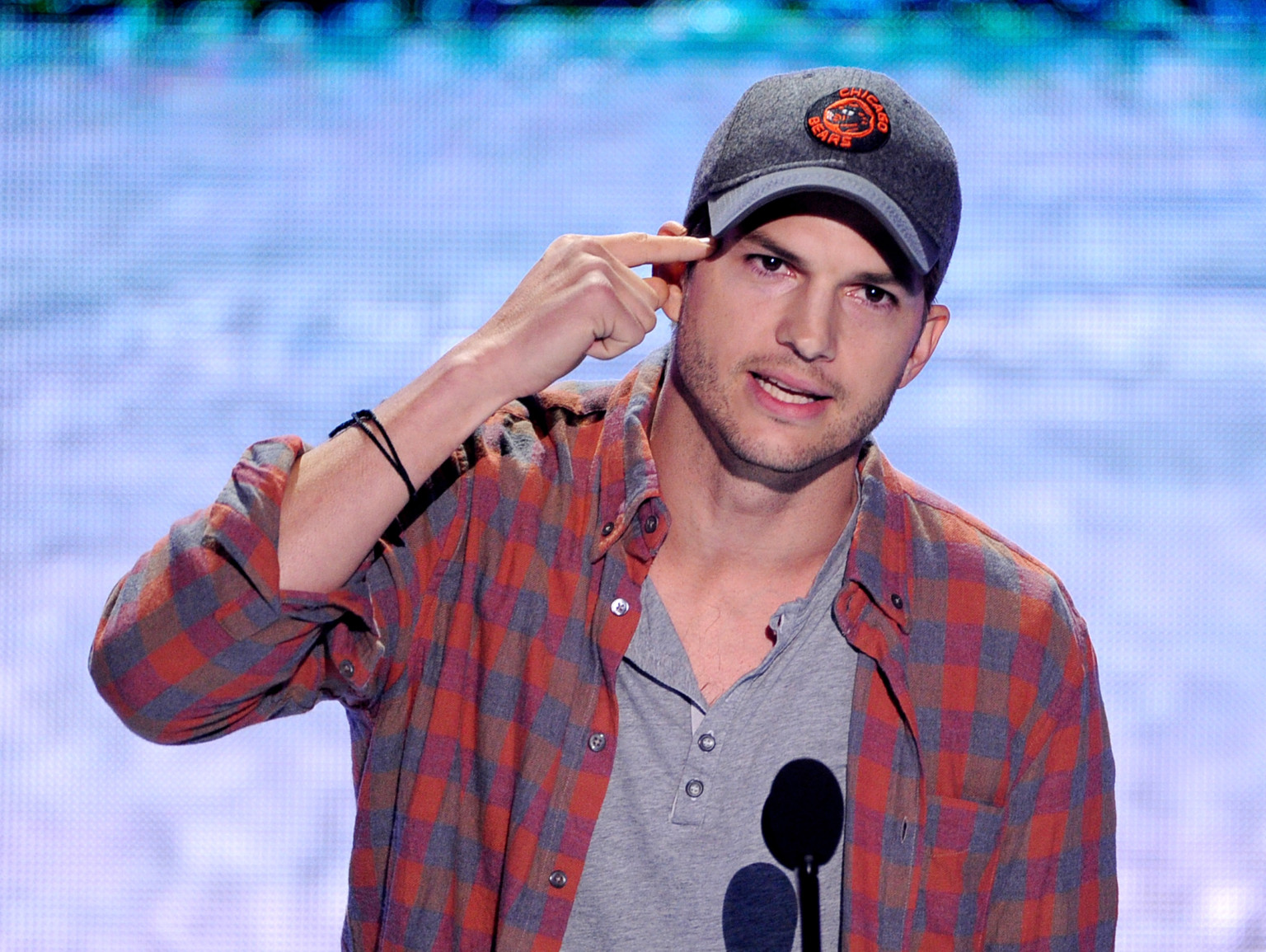 Ashton Kutcher Reveals His 'Real' Name At Teen Choice ... Ashton Kutcher