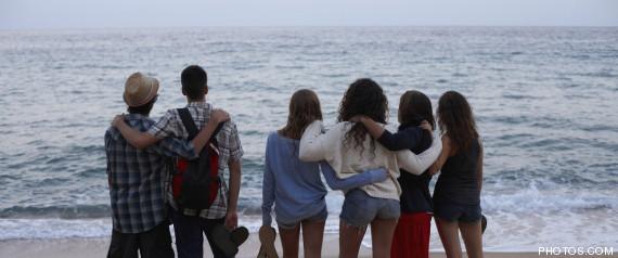 jovenes españoles satisfechos