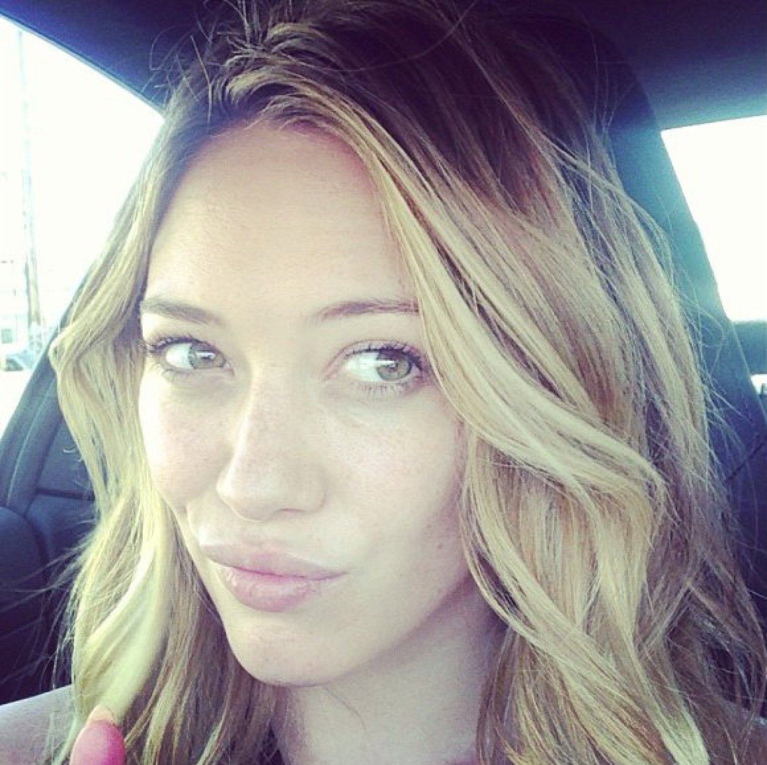 Hilary Duff Doesn't Need Makeup To Look Stunning | HuffPost Hilary Duff Facebook