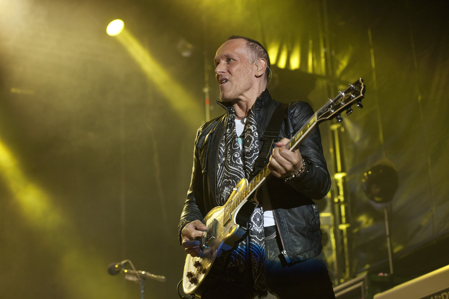 Def Leppard Guitarist Vivian Campbell Talks Touring With Cancer (INTERVIEW)