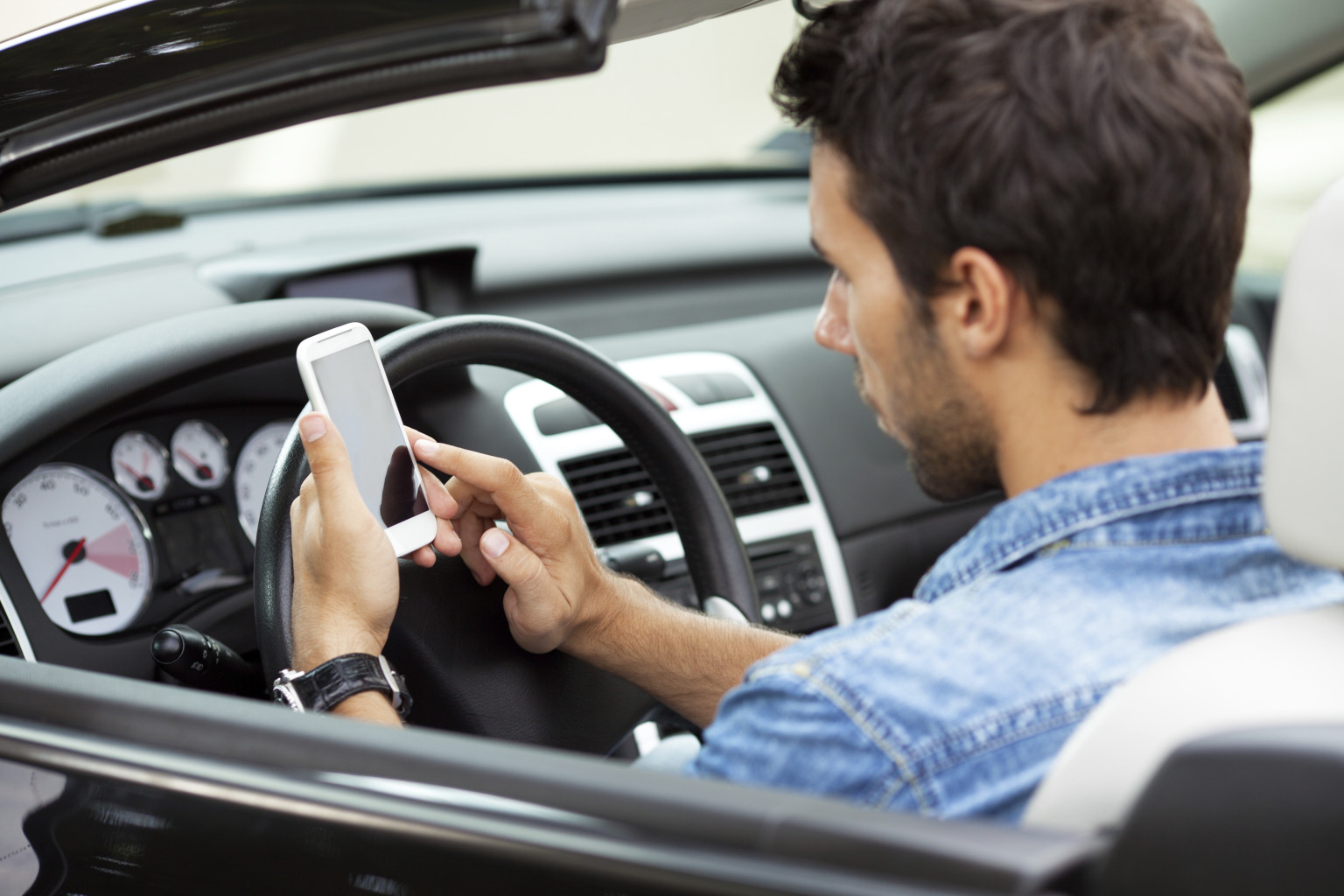 teen drivers that use cell phones