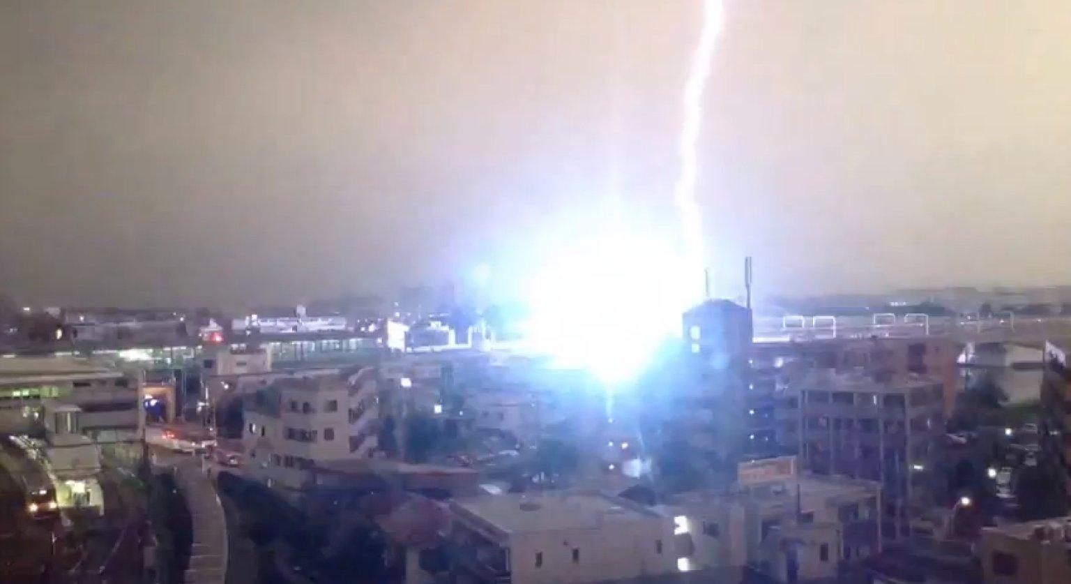 lightning strikes train during tokyo thunderstorm  video
