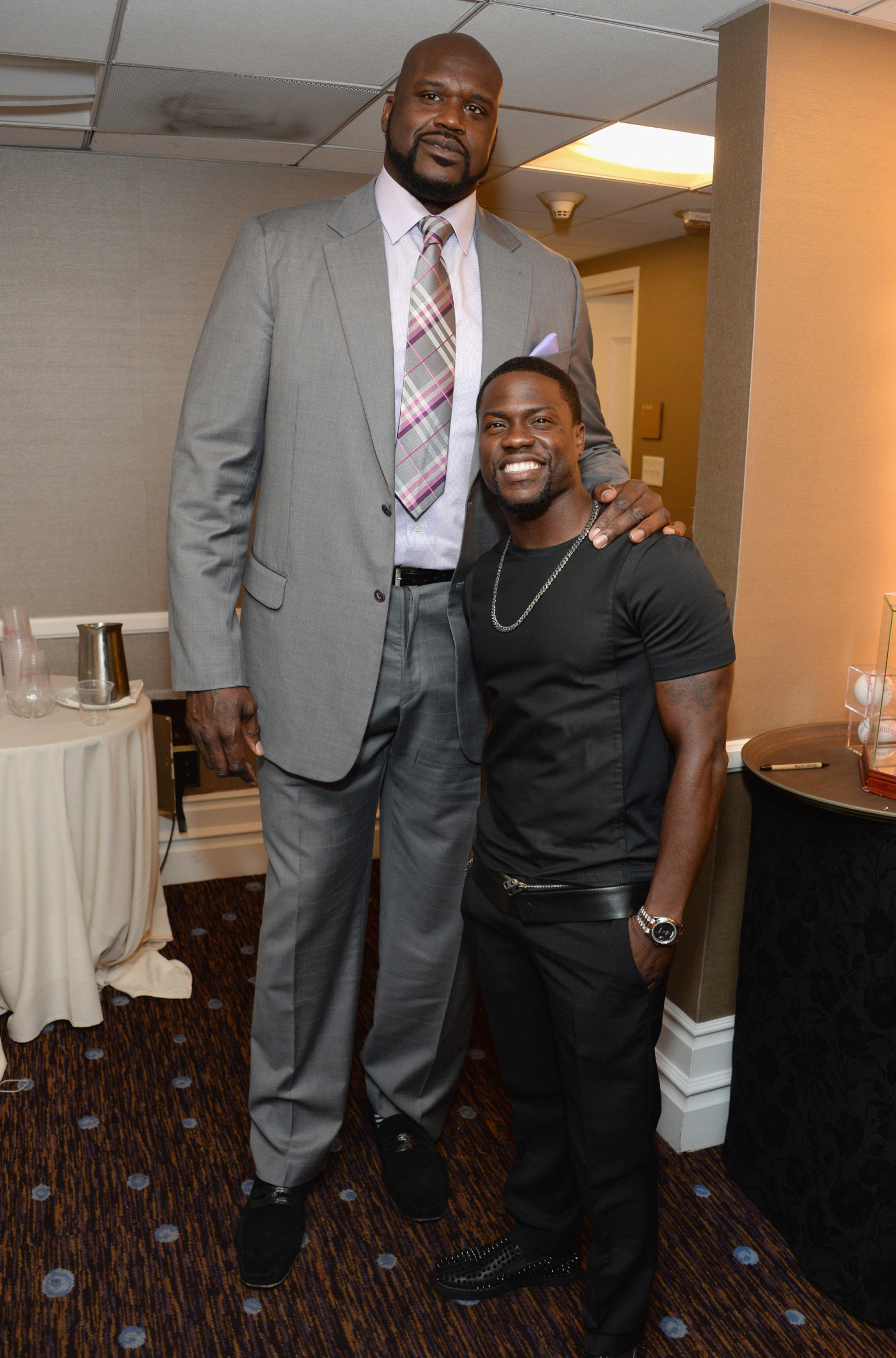 Shaq next to a replica of the tallest man to have lived : pics