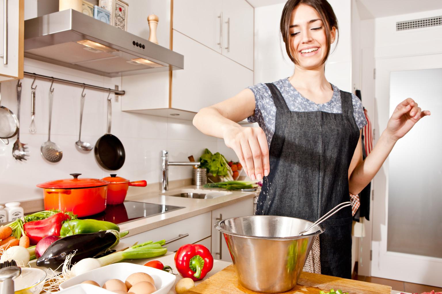 Фото син їбе маму на кухні 32 фотография