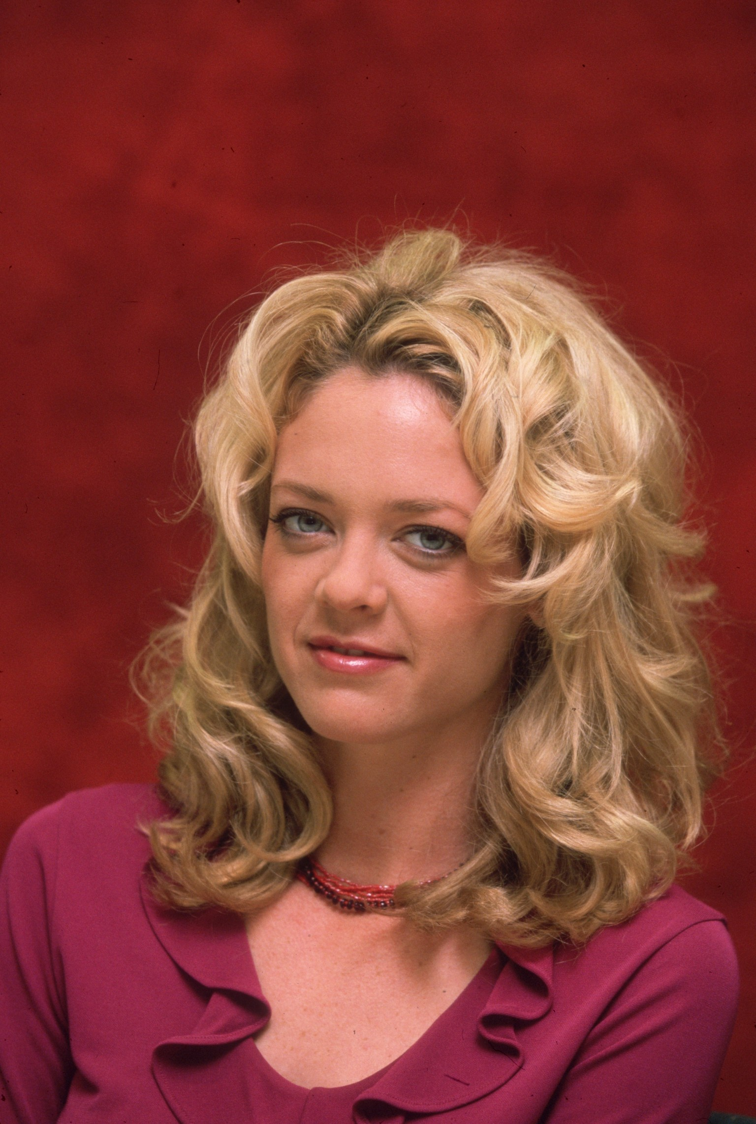 Lisa Robin Kelly Dead: 'That '70s Show' Star Dies At Age 43