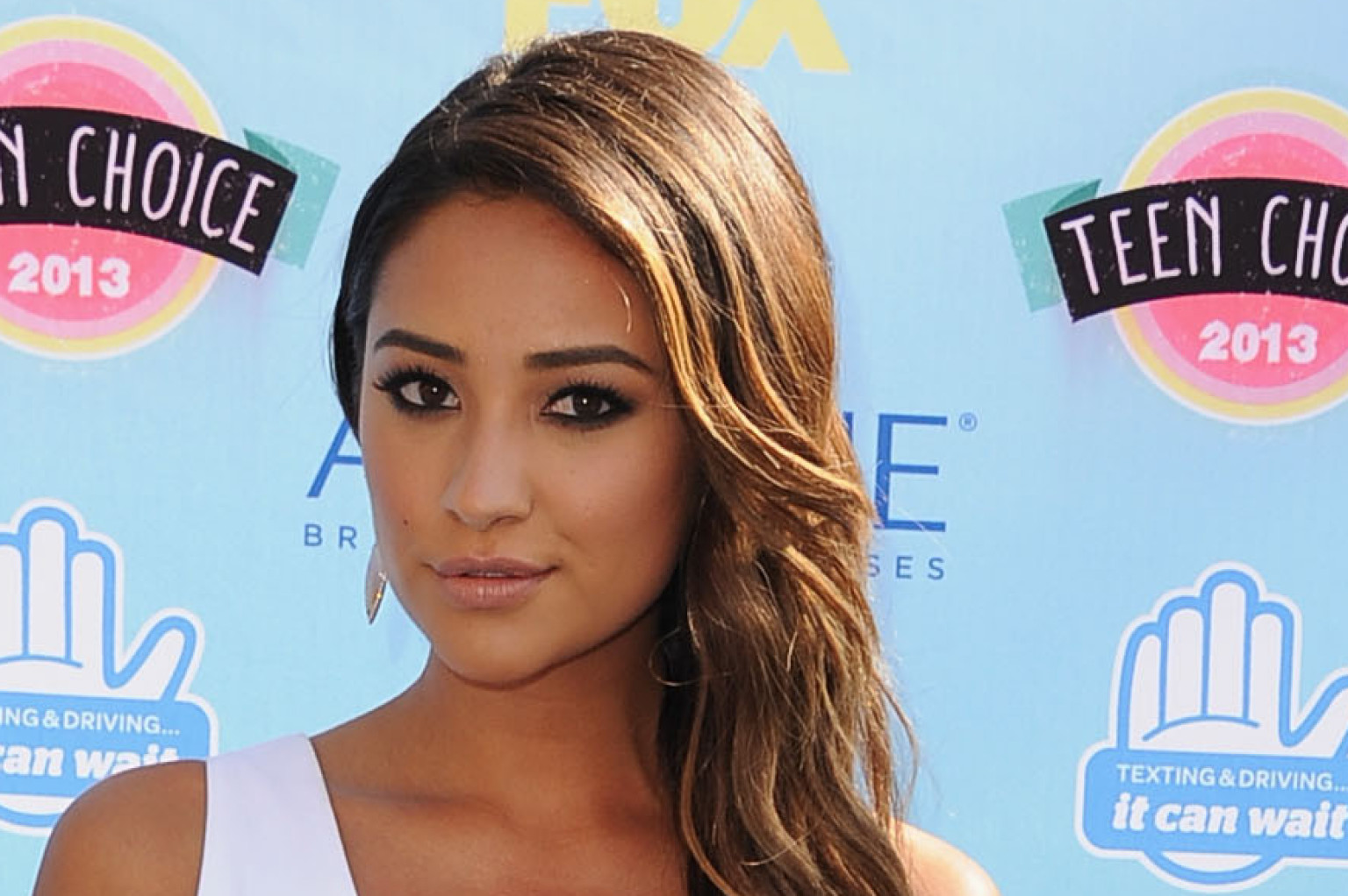 Shay Mitchell Smolders In Jenni Kayne On Our Best Dressed