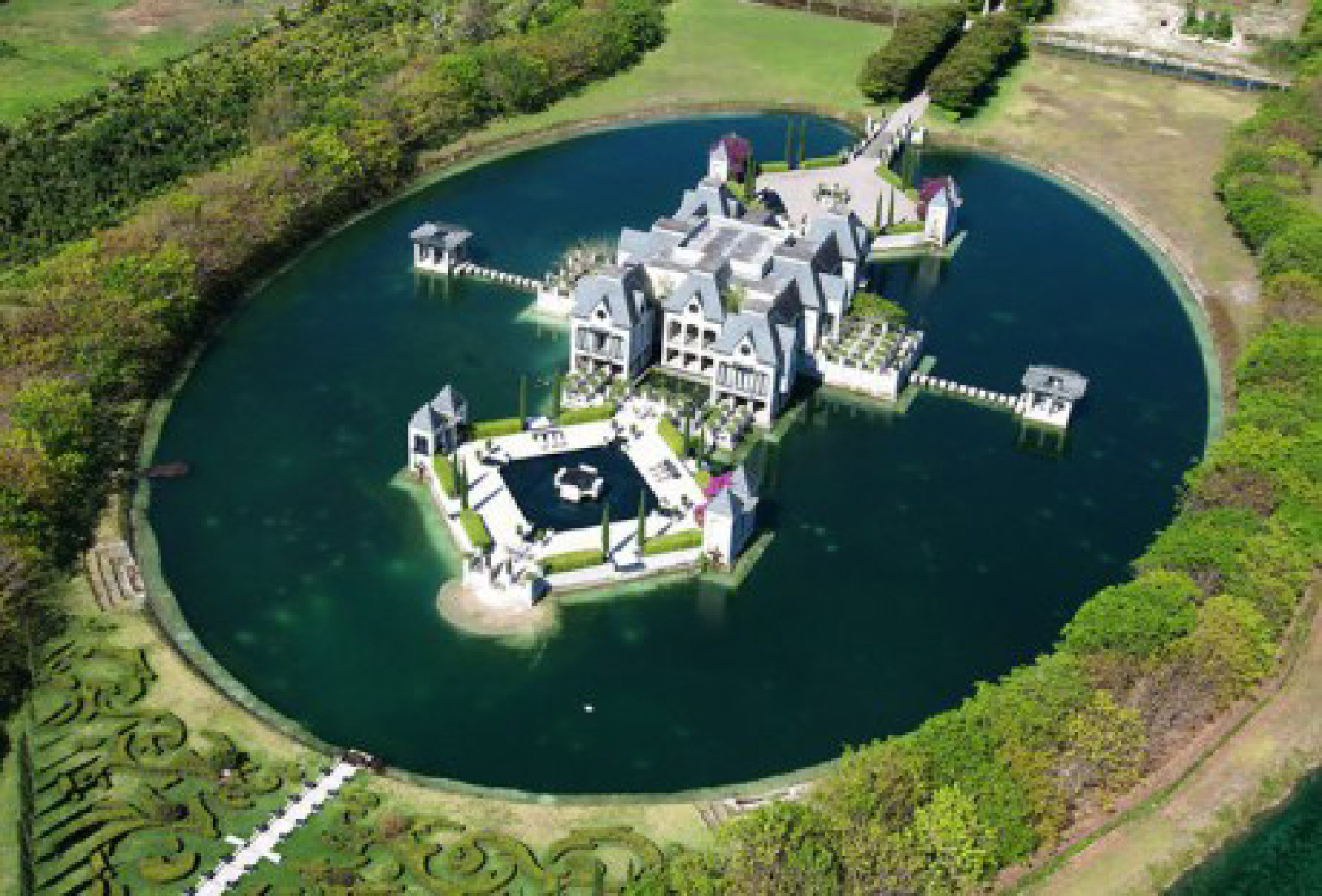 Miami castle with a moat on the market for 10 9 million for Biggest house in miami