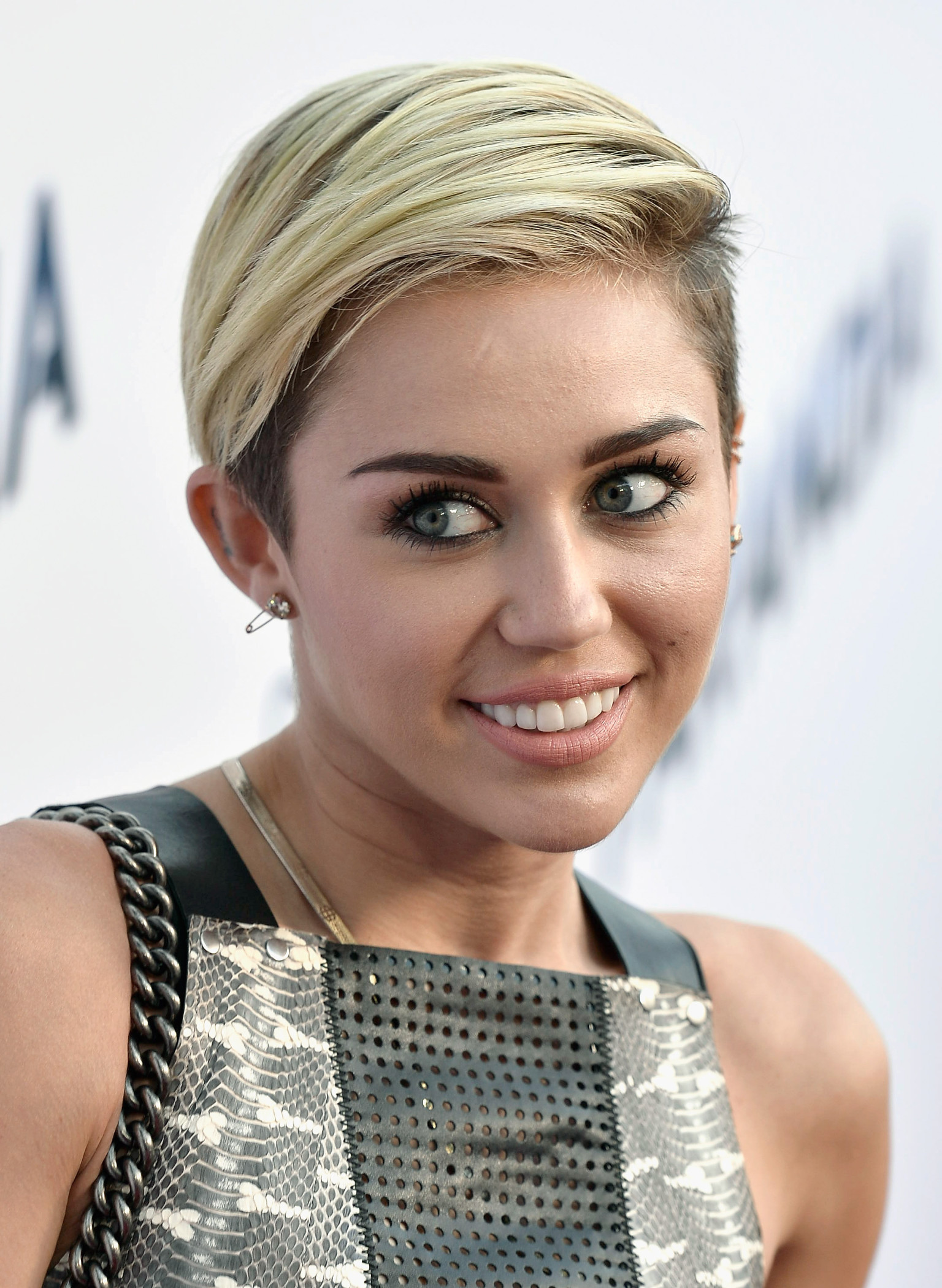 miley cyrus on her short hair im breaking this stereotype