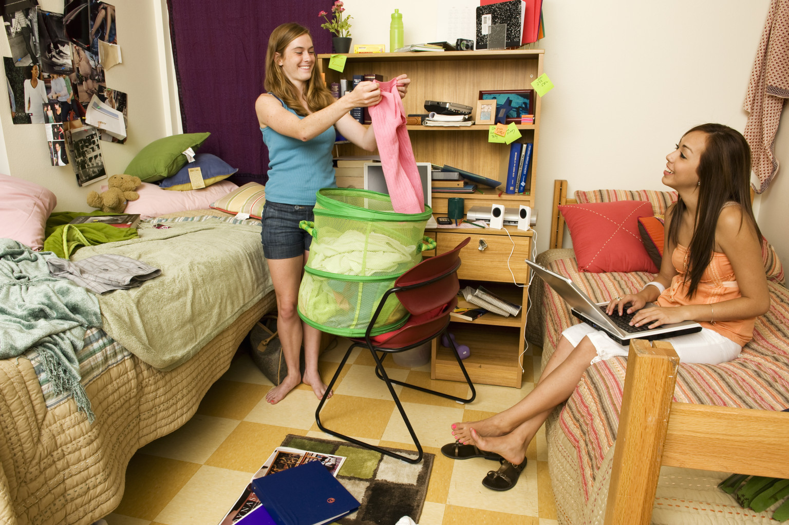 college roommate advice from students who have been there video college roommate advice from students who have been there video the huffington post