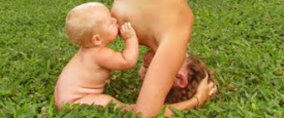 YOGA BREASTFEEDING MOM
