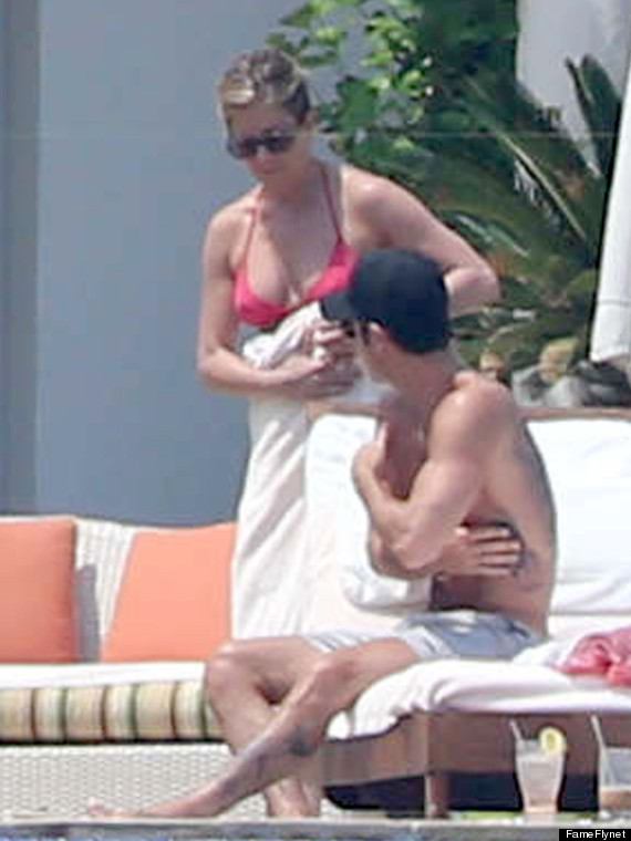 jennifer aniston bikini pda