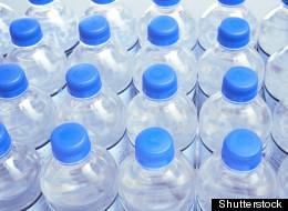 Bouteilles d'eau: l'industrie surveille Montréal