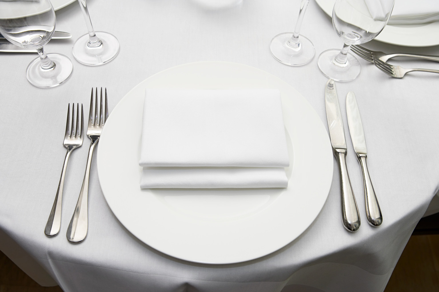 Simple restaurant table setting - What Is It Like To Eat Alone At A Fancy Restaurant Quora