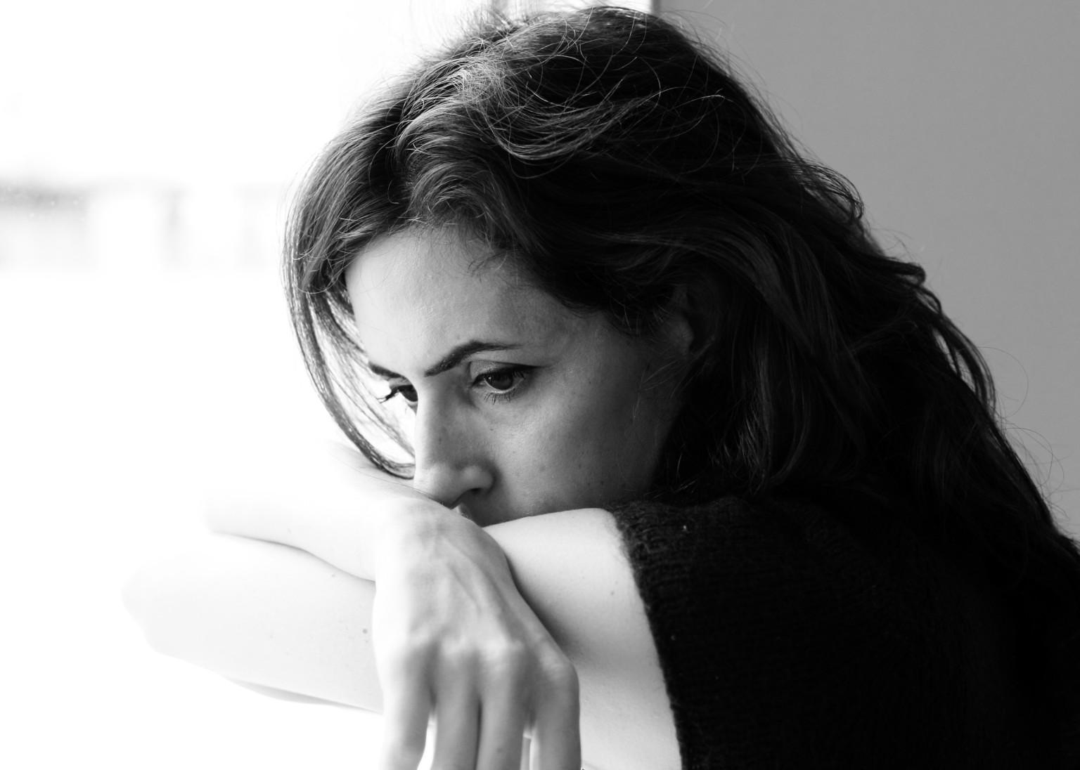 「woman sad」的圖片搜尋結果
