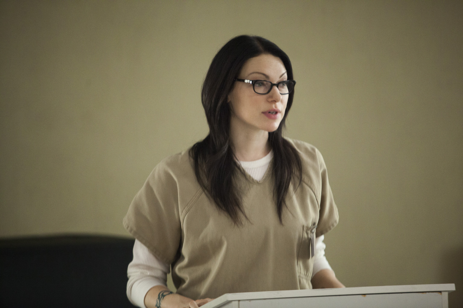 even the 39 orange is the new black 39 cast doesn 39 t know what 39 s happening with laura prepon huffpost. Black Bedroom Furniture Sets. Home Design Ideas