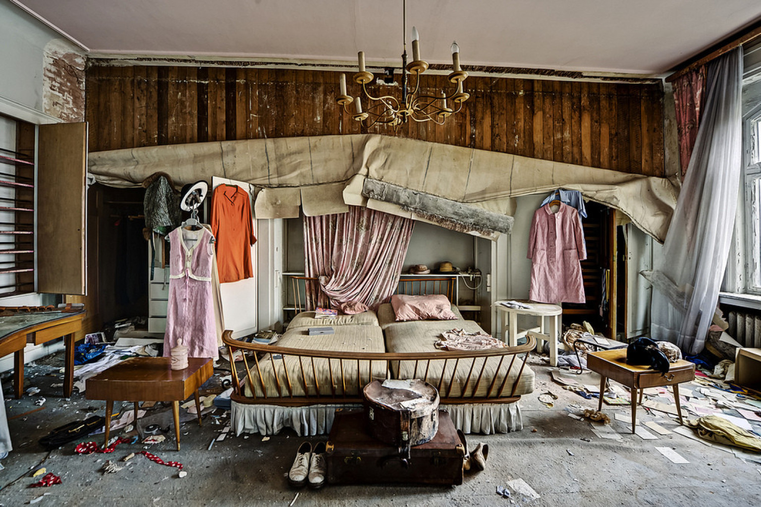 Abandoned Doctor 39 S House Photos Reveal The Past Lives Of A