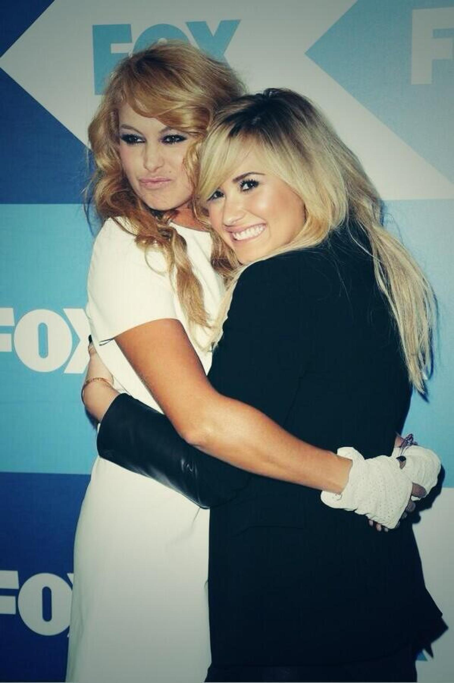 Photo of Paulina Rubio & her friend musician  Demi Lovato - Los Angeles
