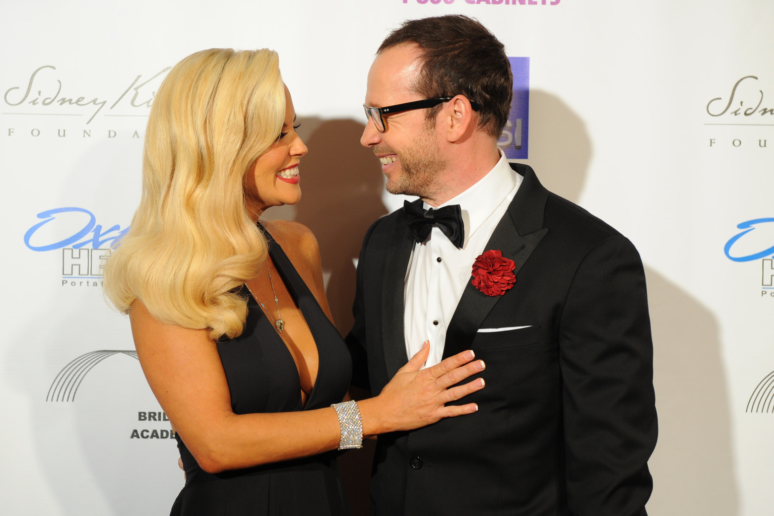 Jenny McCarthy, Donnie Wahlberg Make Red Carpet Debut As ...