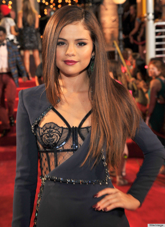 Selena Gomez's 2013 VMAs Versace Dress Is Quite Revealing (PHOTOS)