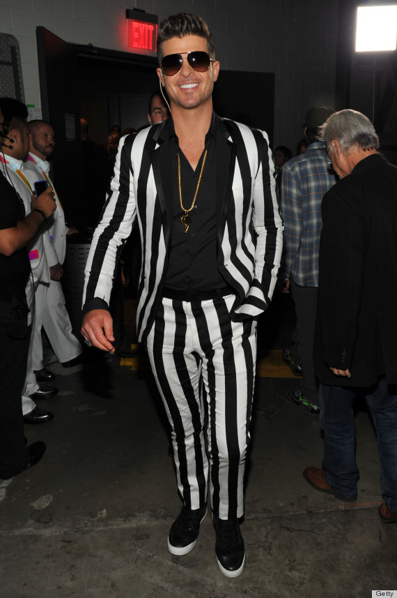 Robin Thicke's VMAs Suit Has Very Thick, Non-Blurred Lines (PHOTOS)