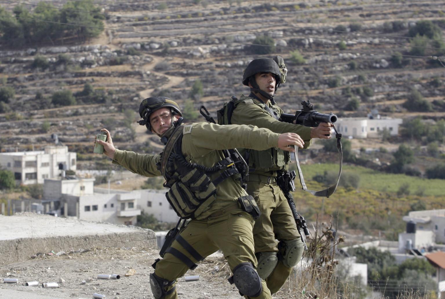 Soldados israelíes matan a tres palestinos en pleno proceso de paz