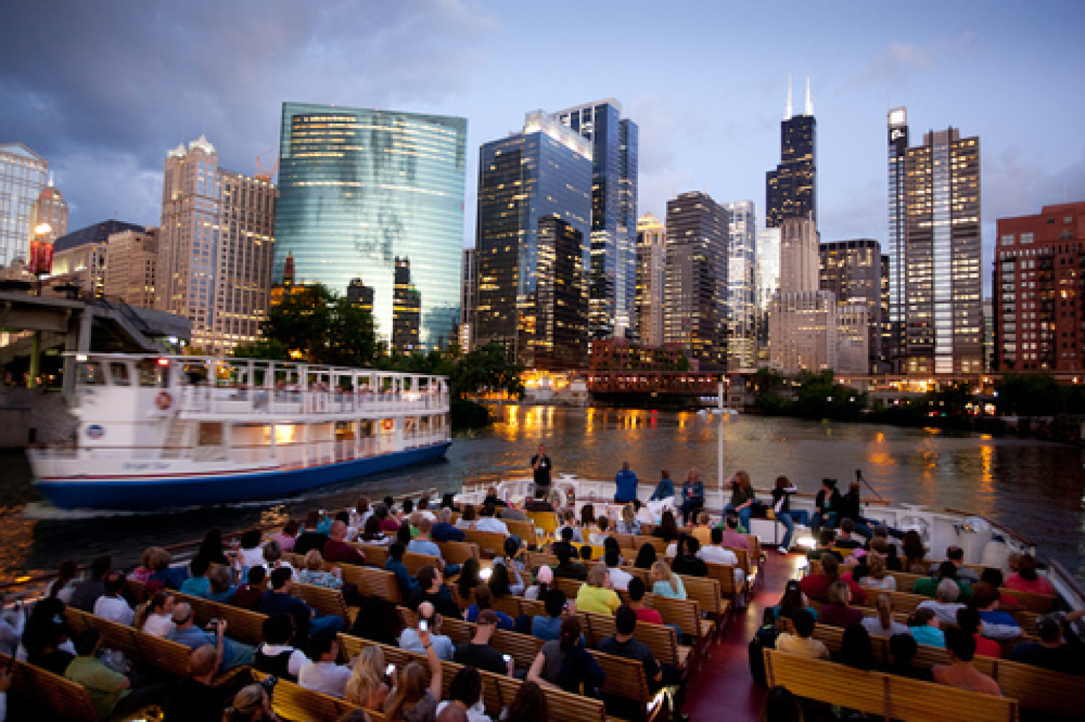 Downtown Chicago River Boat Tours