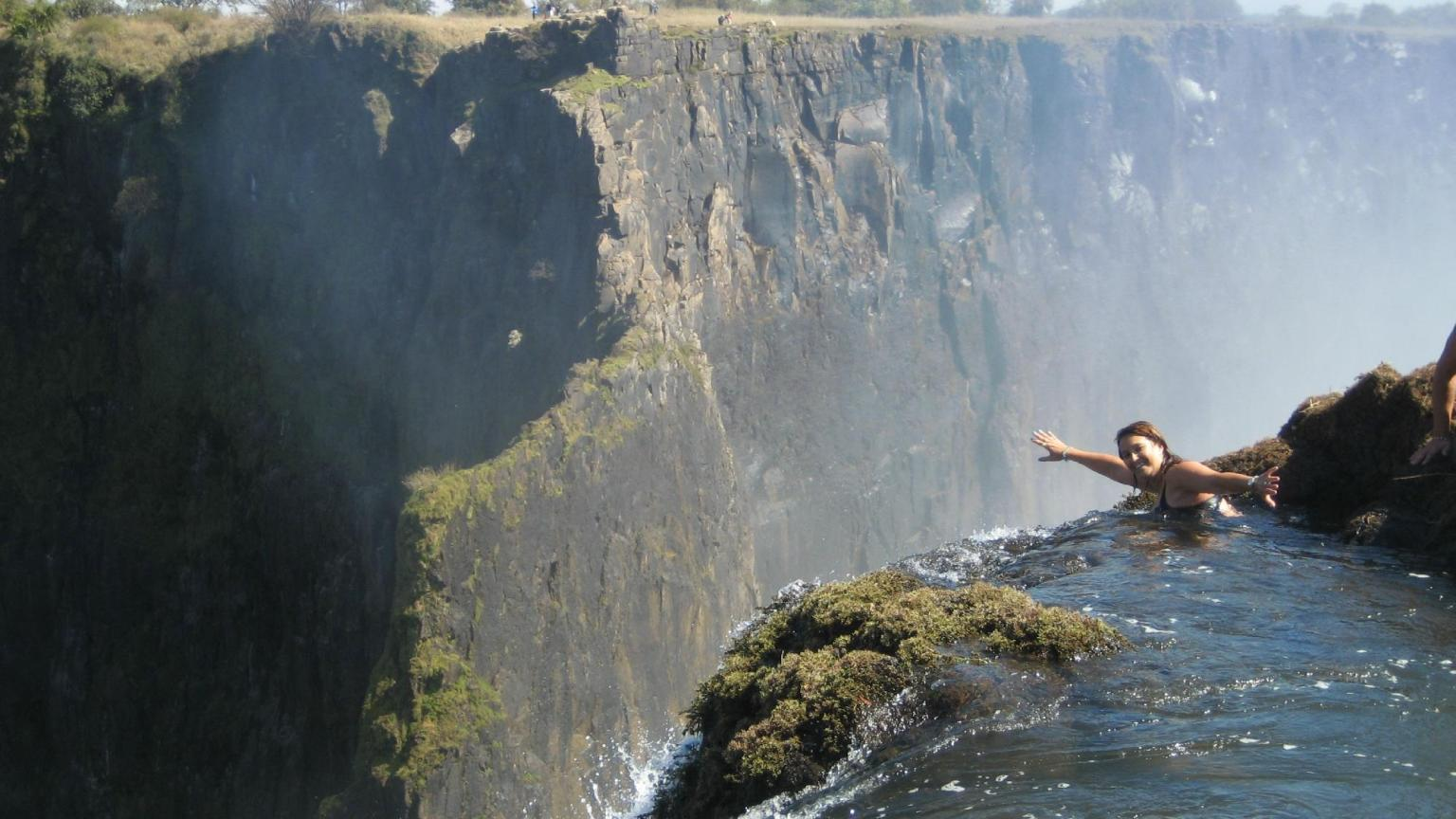 Dizzing Drops 39 Big Holes 39 10 Of The Most Spectacular Natural Swimming Pools Pictures