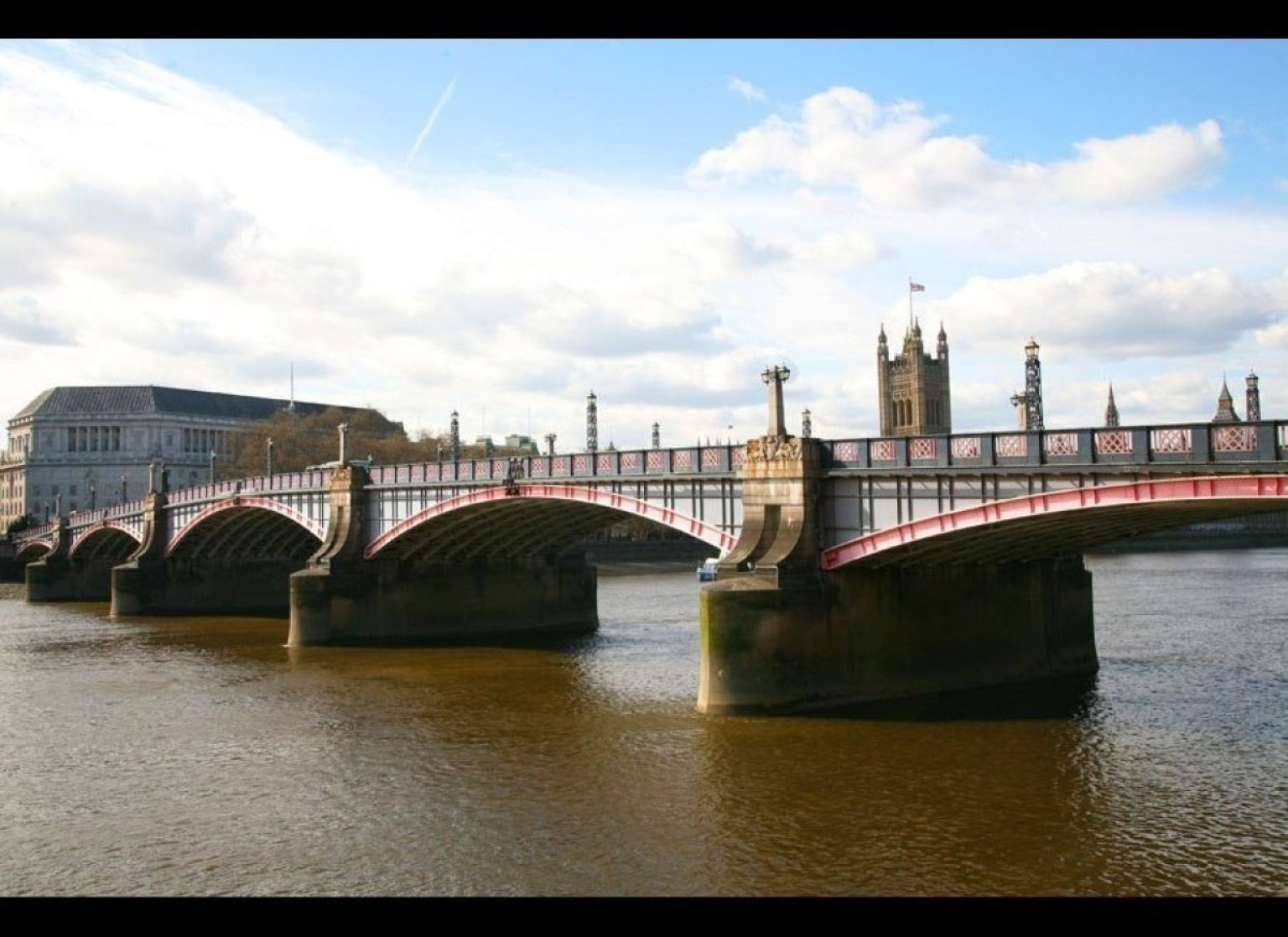 London 39 s most famous bridges huffpost for Design agency london bridge