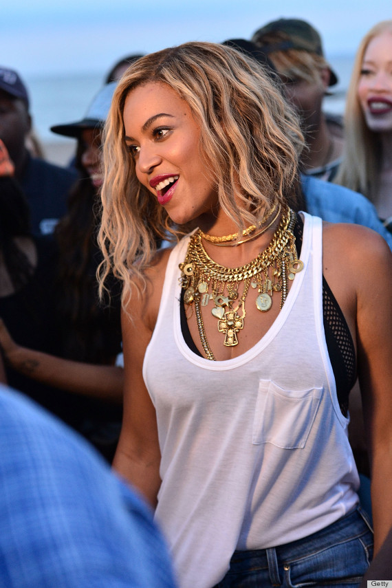 Xo Hairstyle : We Cant Take Our Eyes Off Beyonces Statement Necklace The ...