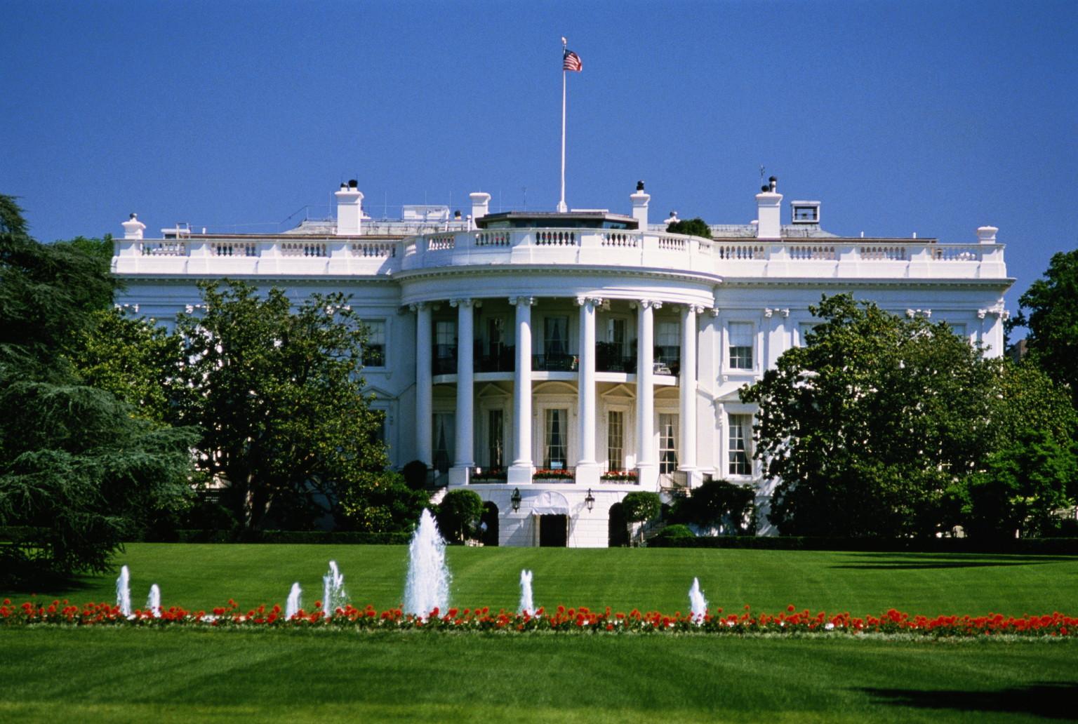 http://i.huffpost.com/gen/1328662/images/o-WHITE-HOUSE-facebook.jpg