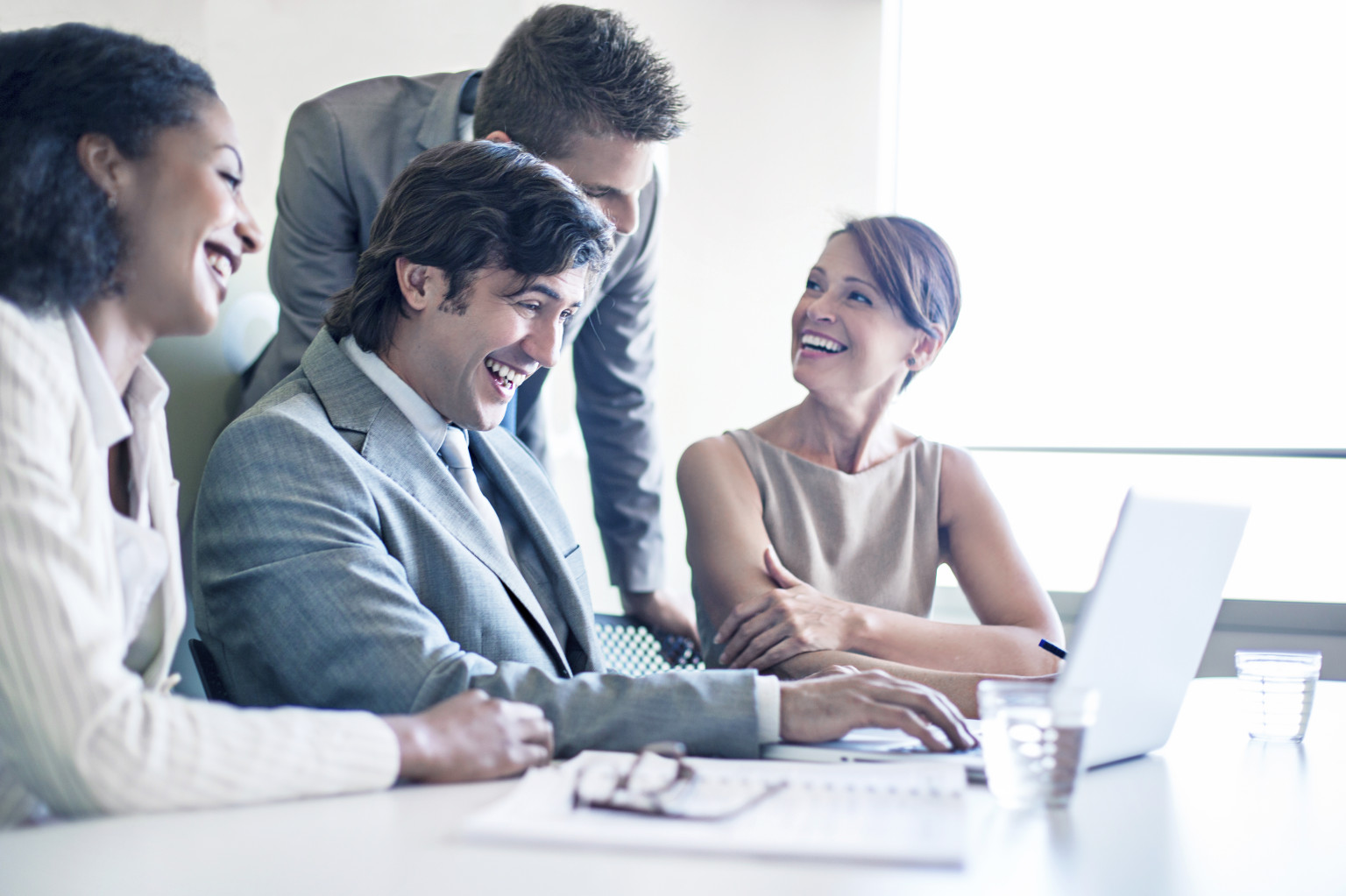 4 Science-Backed Tips to Be Happier at Work (Infographic)  |Happy Working