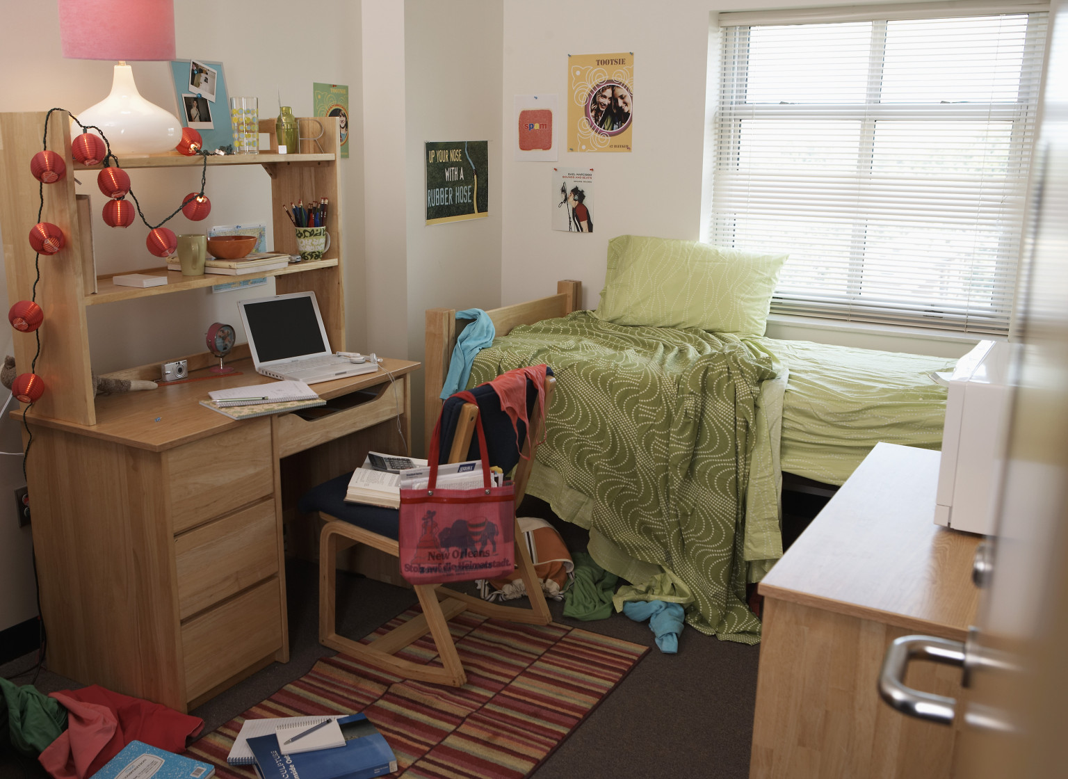 Diy dorm room design huffpost - How to decorate a single room ...