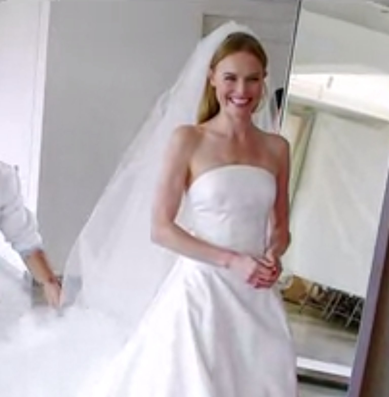 Kate Bosworth Wedding Dress: Watch Her Try On The Gown For ...