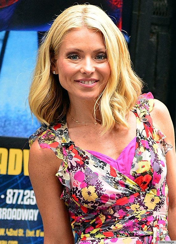 This Kelly Ripa Hairstyle Is Perfect For A Special Occasion If It Seems That Your Bob Can T Look Any More Festive Consider Creating Large Curls