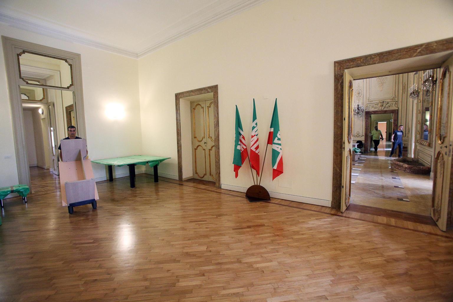 Forza italia ecco la nuova sede extralusso del partito di for Senatori di forza italia