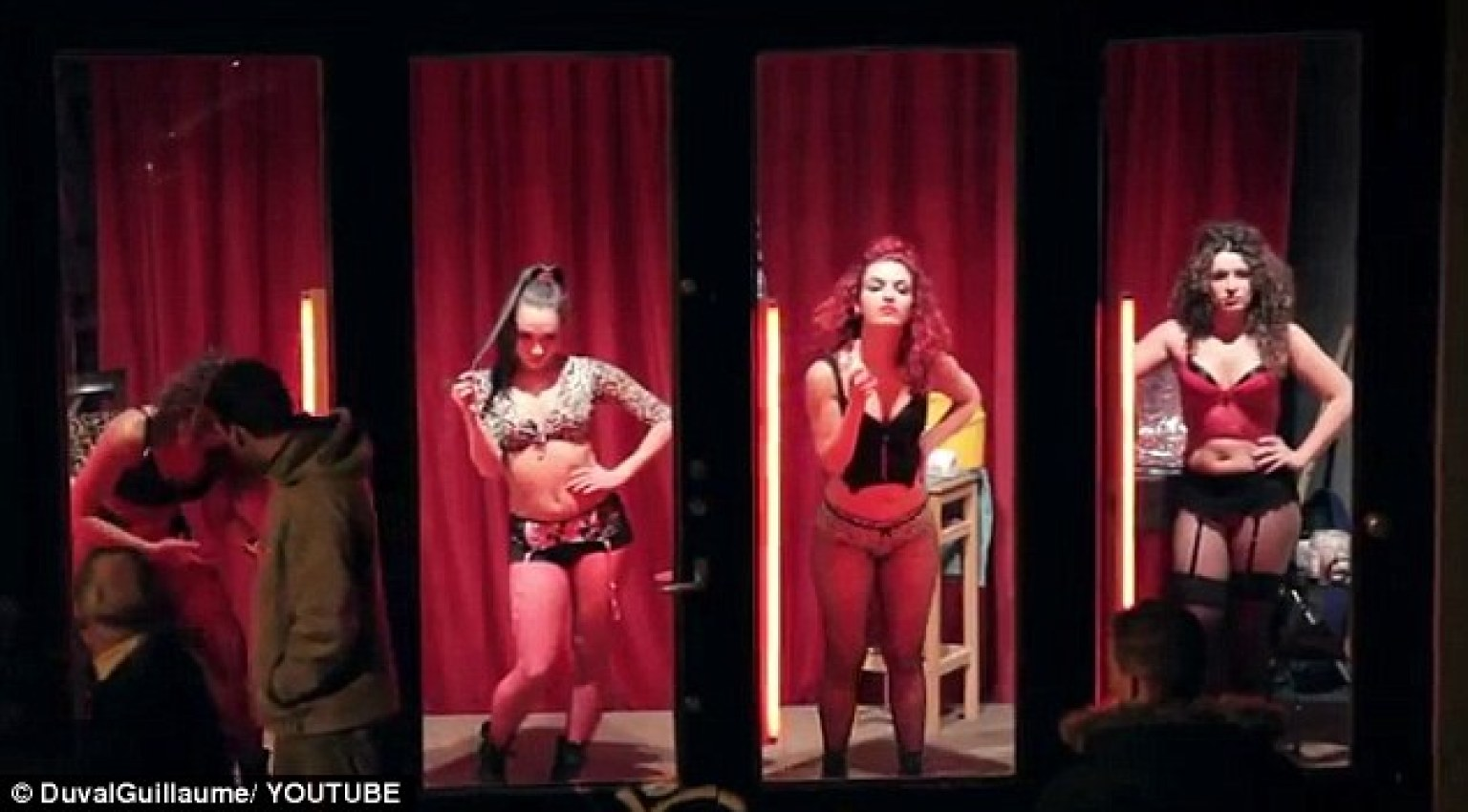 vetrina rossa perugia ragazzi escort gay
