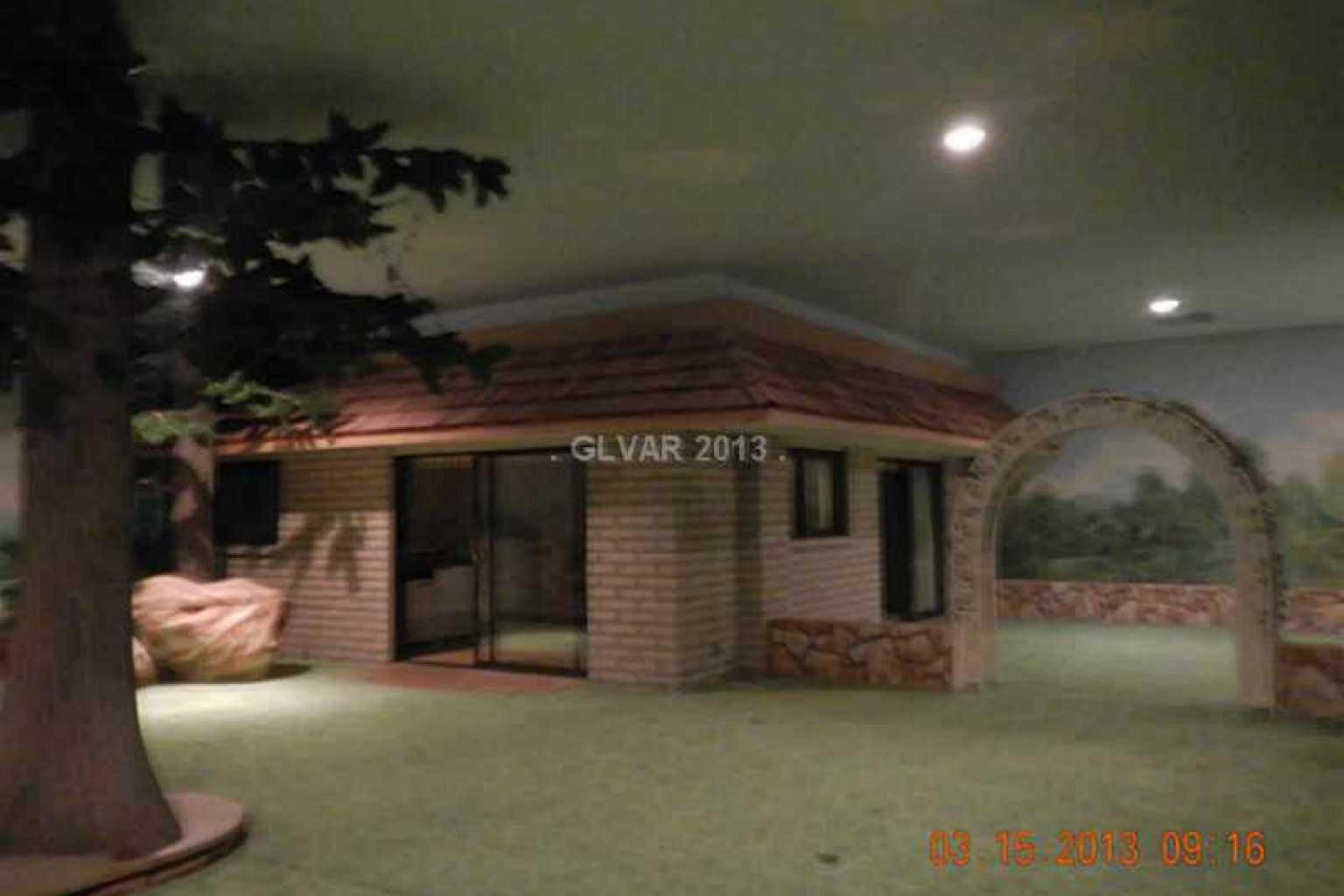 Underground 1970s Home Built 26 Feet Beneath Las Vegas Makes A Great Pad Fo