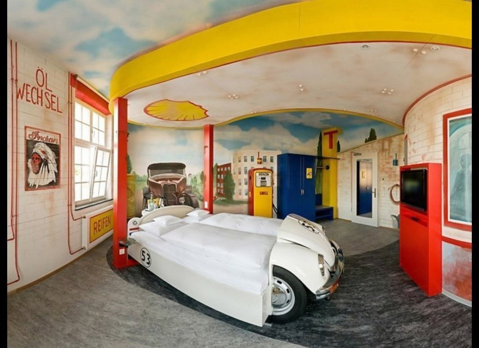 Themed hotel suites that put regular rooms to shame huffpost