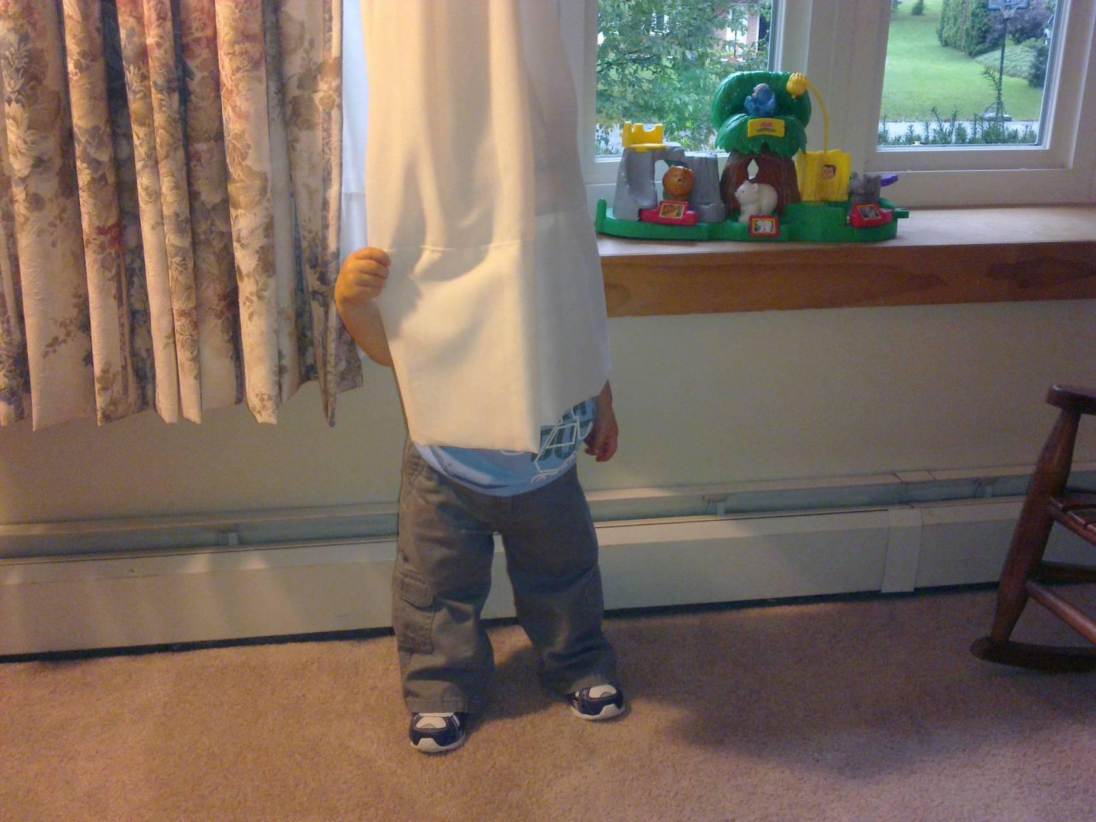 Сын спрятился под кровать мамы 5 фотография