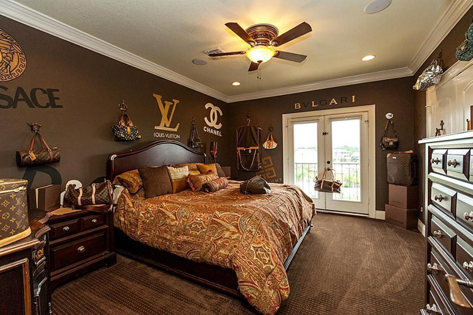 Louis vuitton bedroom in texas home for sale takes fashion for Texas decorations for the home